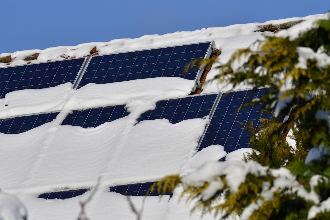 Photovoltaik-Reinigung im Winter: Module von Schnee befreien