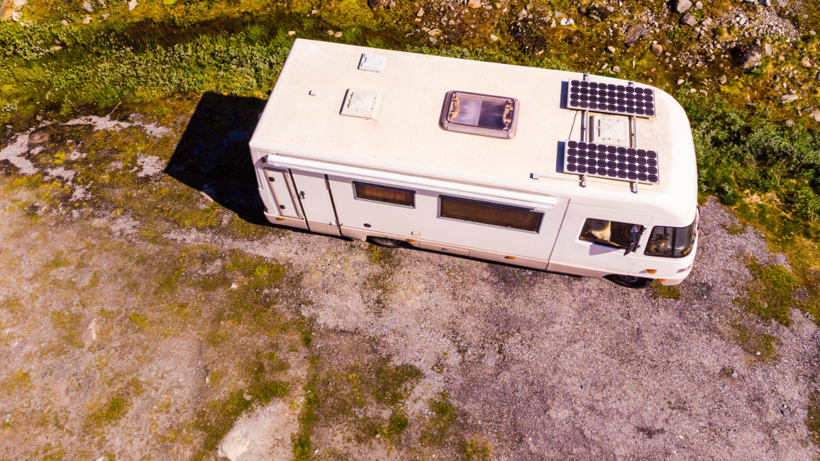 Camper Van Mit Solarpaneelen Auf Dem Dach