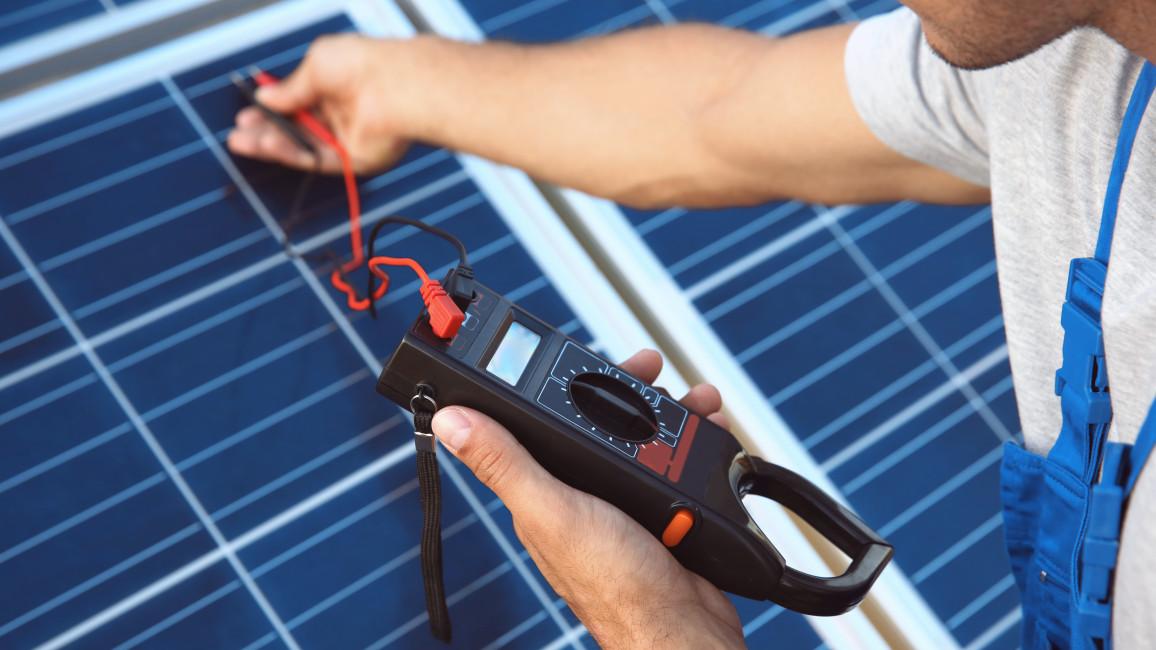 Elektrische Kontrolle der Photovoltaik Module bei Wartung