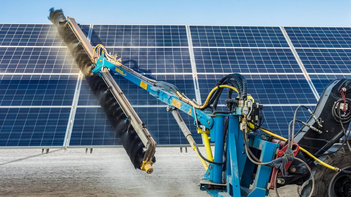 Maschine zur Photovoltaik-Reinigung